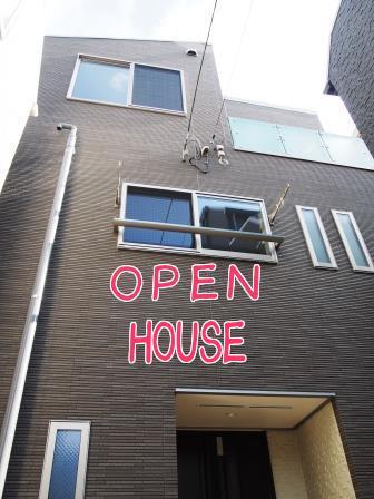 東京都 新築戸建住宅へUVフロアコーティング <オープンハウス>