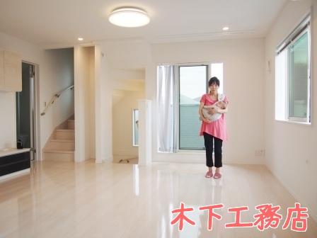 世田谷の新築戸建住宅へUVフロアコーティングを施工!木下工務店