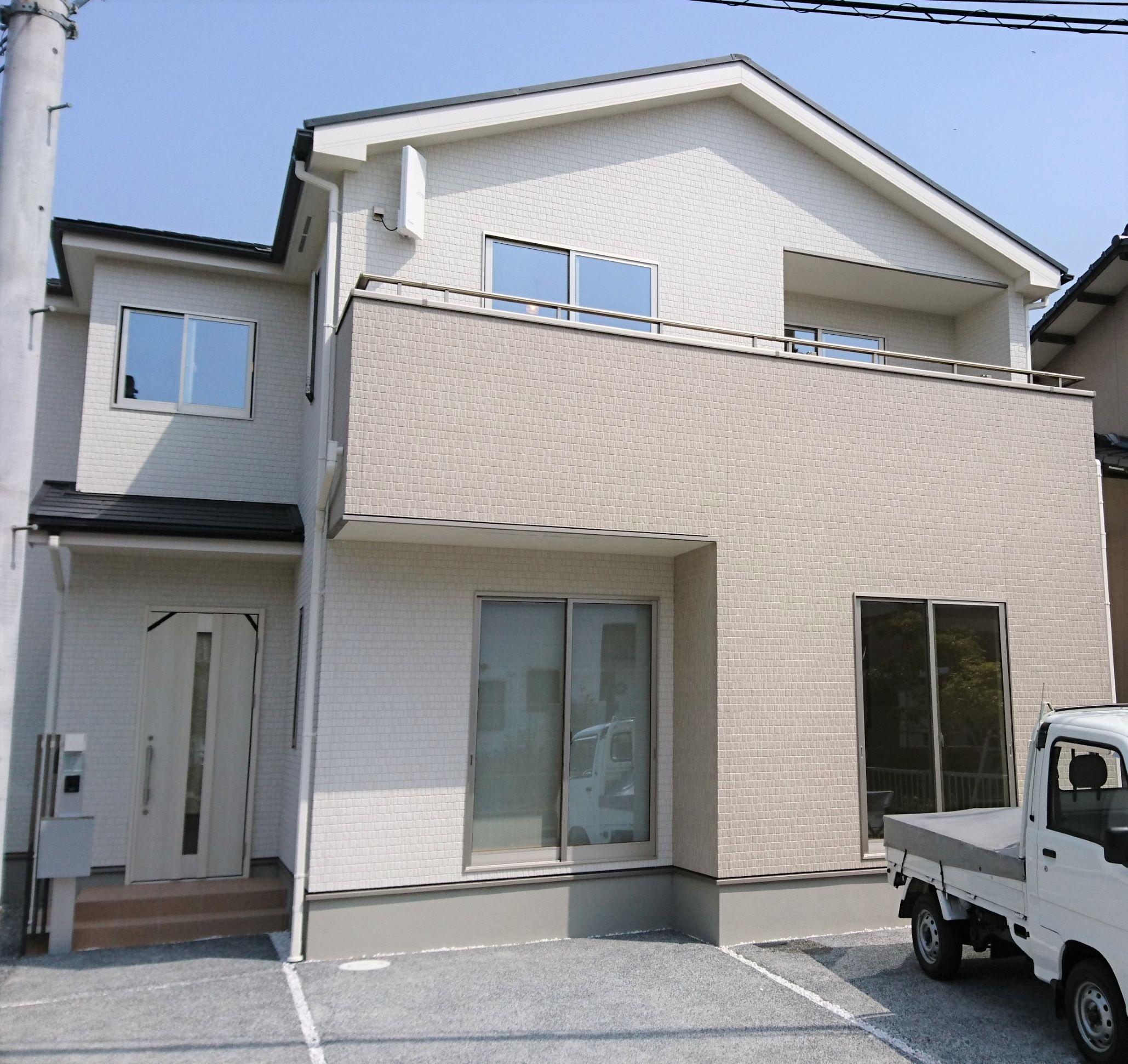 岡山市の新築戸建て住宅タクトホームへUVフロアコーティング