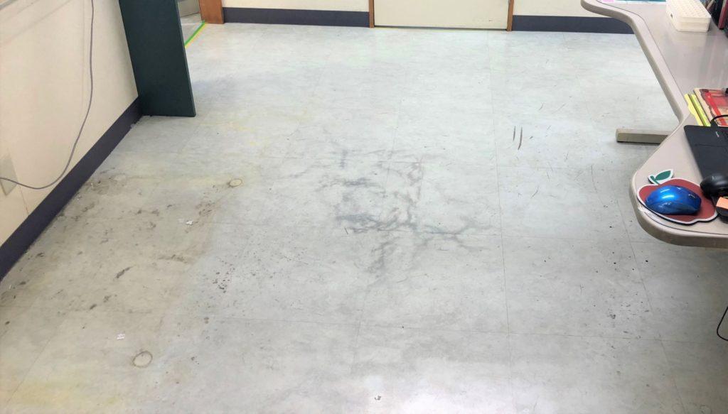 クリニックの床